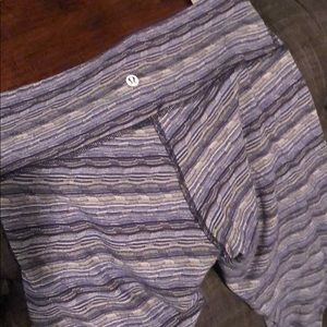 LuLuLemon Workout Blue Stripe Med Waist Leggings